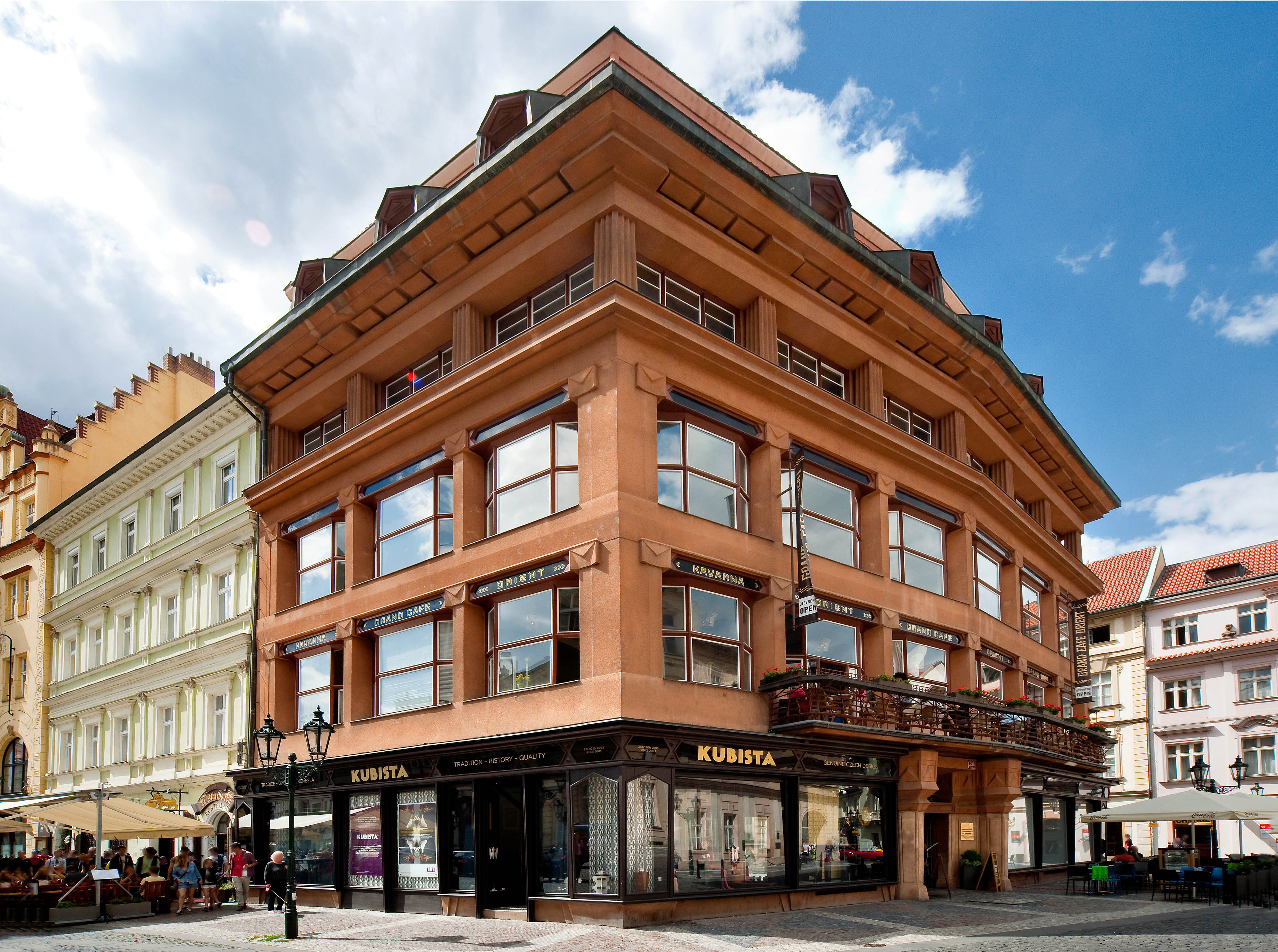 El cubismo checo y los bellos interiores de la casa de la - Cubismo arquitectura ...