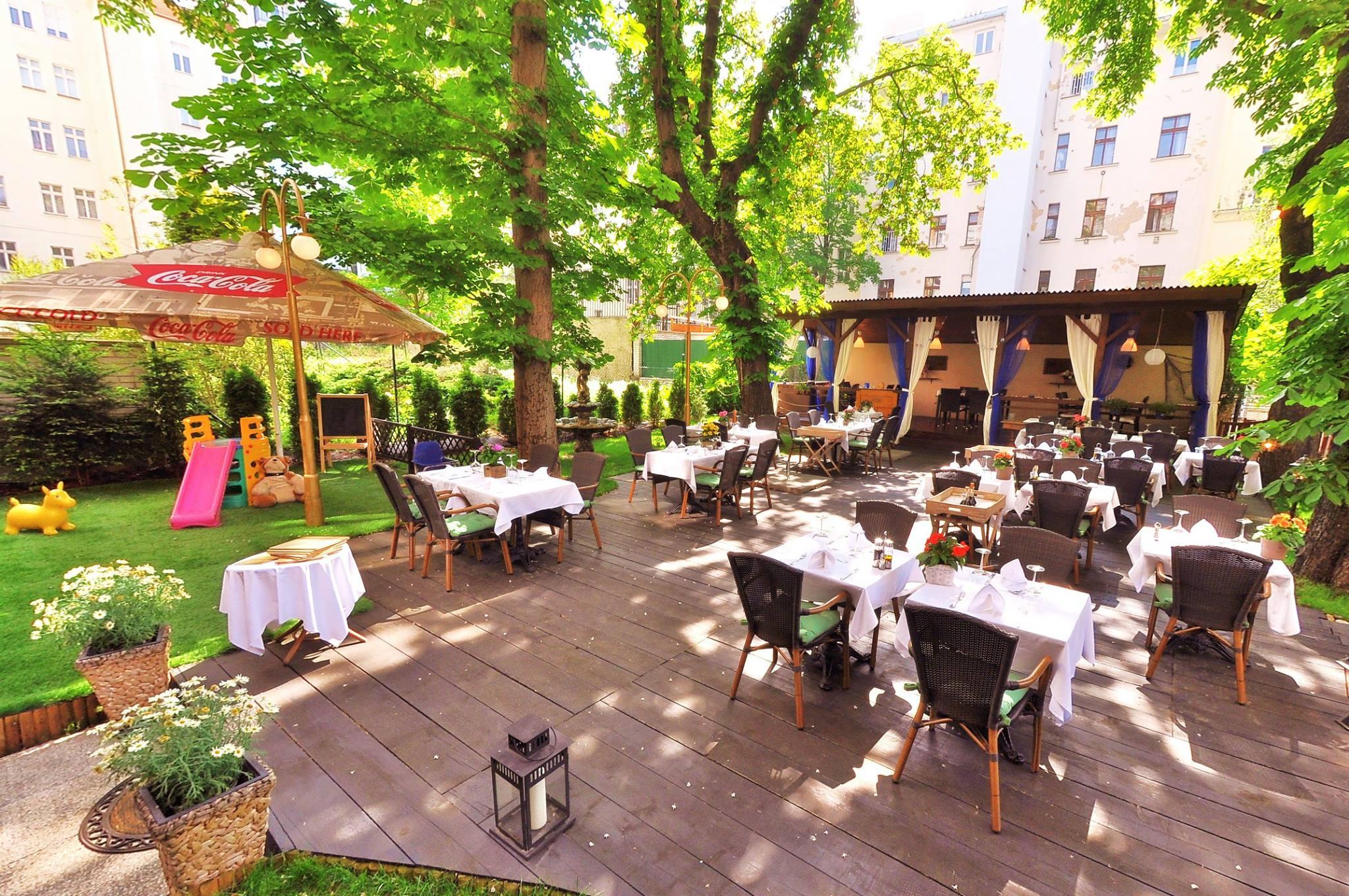 Giardino enoteca con cucina - Prague.eu